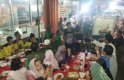 bima_bukber_bareng_tukang_sapu-oke