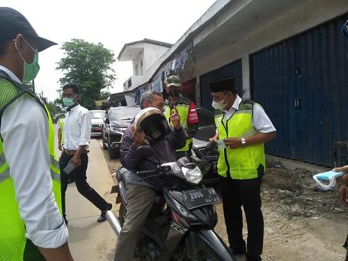 Pembagian masker gratis di Desa Pondok Udik
