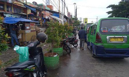 parkir di depan pasar ciawi