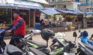 parkir liar di Pasar Cisarua