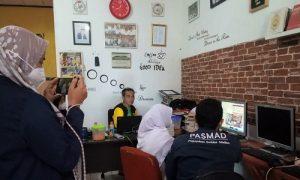Mahasiswa KKN T IPB di TBM Lentera Pustaka Bogor