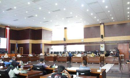 Panitia Khusus (Pansus) pembahas Raperda tentang Santunan Kematian Bagi Masyarakat sedang melakukan Rapat Dengar Pendapat (RDP pada Jum'at, 19 Februari 2021.