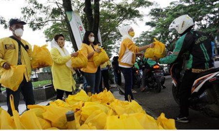 IIPG Kota Bogor saat membagikan sembako di BNR, Kamis (11/3/2021)