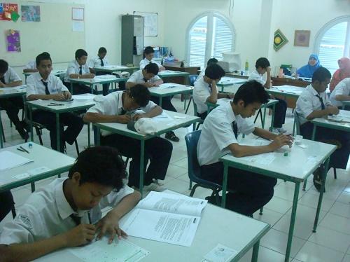 Sembilan siswa SMART Ekselensia Indonesia berhasil lolos dalam SNMPTN tahun 2021 dan berhasil masuk Perguruan Tinggi Nasional (PTN).