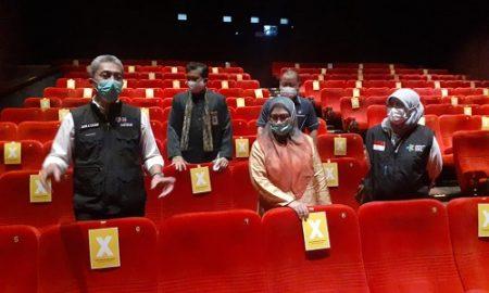 Wakil Walikota Bigor, Dedie Rachim dan Sekda Kota Bogot Syarifah Sofiah tinjau biokop di mal BTM