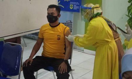Muspika Cisarua mulai terima vaksinasi