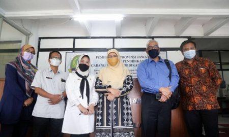 Pimpinan dan Anggota Komisi V DPRD Jabar lakukan kunjungan kerja ke Kantor Cabang Dinas Pendidikan Wilayah VIII di Kabupaten Sumedang, Selasa (13/4/2021). (Foto : Rizky Ramdhani/Humas DPRD Jabar).