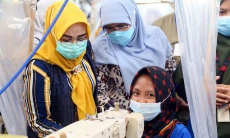 Pimpinan dan Anggota Komisi V DPRD Provinsi Jawa Barat saat melakukan kunjungan kerja ke PT Chang Shin Indonesia di Kabupaten Karawang, kunjungan kerja dalam rangka meninjau serta mendapatkan informasi terkait industri yang mempekerjakan penyandang disabilitas lebih dari satu persen, serta penanganan tenaga kerja yang tidak terdampak Pemutusan Hubungan Kerja (PHK) pada masa Pandemi Covid-19.Selasa (20/4/2021). (Foto : Rizky Ramdhani/Humas DPRD Jabar).