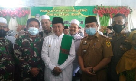 Wagub Jabar Uu Ruhzanul Ulum saat melakukan safarai Ramadhan di Ponpes Miftahul Arsyad, Desa Jampang Kecamatan Kemang Kabupaten Bogor, Selasa (20/4/2021).