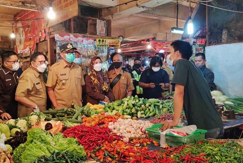 Dirut Tohaga Dampingi Wabup Iwan Tinjau Pasar Citereup 2, Bentuk Satgas Ramadhan Pantau Harga