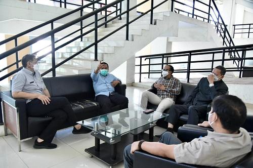 Komisi IV DPRD Provinsi Jawa Barat Saat Mengunjungi Cabang Dinas ESDM Wilayah V Kabupaten Sumedang Dalam Rangka Monitoring Kegiatan Tahun Anggaran 2021 dan Rencana Kegiatan Tahun Anggaran 2022. Selasa (04/05/2021). ( Foto : Farhat Mumtaz / Humas DPRD Jabar )