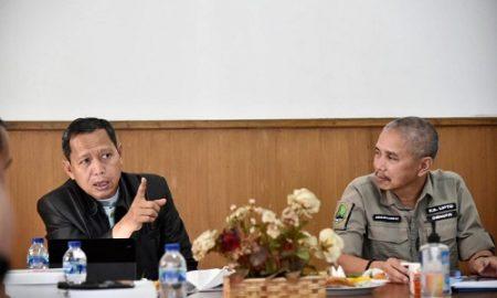 Komisi IV DPRD jabar saat kunjungi UPTD Pengelolaan Jalan Dan Jembatan Wilayah II Dalam Rangka Monitoring Kegiatan Tahun 2021 & Rencana Tahun Anggaran 2022 . (Foto : Farhat Mumtaz / Humas DPRD Jabar)