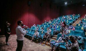 Bima Arya nonton film Pulau Plastik