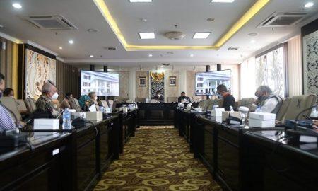 Komisi II DPRD Provinsi Jawa Barat gelar rapat kerja bersama Satuan Tugas Pemulihan Ekonomi Daerah bertempat di Gedung DPRD Jabar. Senin, (14/06/21). (Foto : Fahmi Nauval/Humas DPRD Jabar).