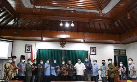 Komisi I DPRD Provinsi Jawa Barat kunjungi Kantor Diskominfo DIY dalam rangka studi komparasi terkait pengembangan dan pengelolaan desa digital, Selasa (8/6/2021). (Foto : Tri Angga/Humas DPRD Jabar).