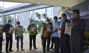 DPRD Kabupaten Bogor Sumbang 60 Ton Beras dan APD