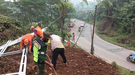 Pemdes Putat Nutug membangun satu Pos Keamanan Desa tepatnya di Grendong Kampung Kedokan RT 01 RW 01 Desa Putat Nutug, Kecamatan Ciseeng