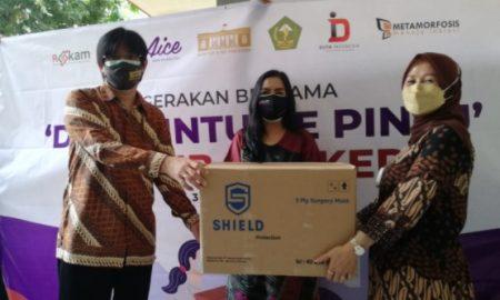 Metamorfosis bersama Rekam dan Duta Indonesia menginisiasi gerakan door to door wajib masker dengan menyerahkan bantuan 24 ribu masker gratis untuk warga Kabupaten Bogor melalui GOW Kab. Bogor.