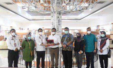 Pimpinan dan Anggota Komisi 1 DPRD Provinsi Jawa Barat melakukan Kunjungan Kerja ke DPMPTSP Kab. Purwakarta yang bertempat di Mall Pelayanan Publik, Selasa (7/9/2021). Foto : Angga/ Ariez Humas DPRD Jabar