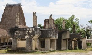 Kampung Praiyawang, Sumba Timur merupakan Kampung Adat peninggalan megalitikum.(Foto: Shutterstock/Misbachul Munir)