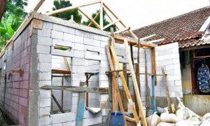 Program Rumah Tidak Layak Huni (Rutilahu ) di Desa Cimanggu, Kabupaten Bandung Barat, Kamis (14/10/2021) (Humas DPRD Jabar/ Zulkifli Reza)